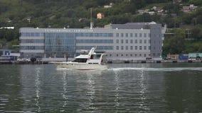Igualación de vista de la estación marina en el puerto marítimo comercial de Petravlosk almacen de metraje de vídeo