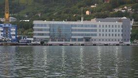 Igualación de vista de la estación marina en el puerto marítimo de Petravlosk-Kamchatsky metrajes