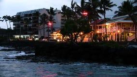 Igualando ondas trafique y el ` de Ali de los peatones que conduzco el movimiento rápido de Kailua Kona Hawaii metrajes