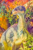 Iguanodon恐龙逗人喜爱的模型在公开博物馆 Iguanodon 免版税库存照片