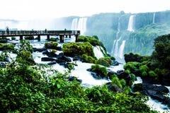 Iguassu baja, la serie más grande de cascadas del mundo, visión desde el lado brasileño imagen de archivo libre de regalías
