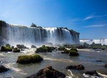Iguassu hermoso baja en el Brasil, Suramérica foto de archivo