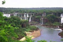 Iguassu (Iguazu ; Automnes d'Iguaçu) - grandes cascades à écriture ligne par ligne Photographie stock libre de droits