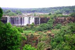 Iguassu (Iguazu ; Automnes d'Iguaçu) - grandes cascades à écriture ligne par ligne Images libres de droits