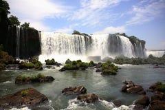 Iguassu (Iguazu ; Automnes d'Iguaçu) - grandes cascades à écriture ligne par ligne Image libre de droits
