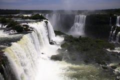 Iguassu (Iguazu ; Automnes d'Iguaçu) - grandes cascades à écriture ligne par ligne Photographie stock