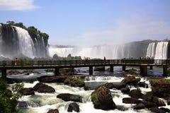 Iguassu (Iguazu; Iguaçu) Dalingen - Grote Watervallen Stock Foto's
