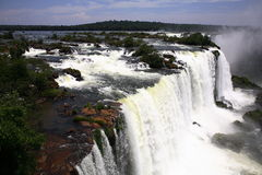Iguassu (Iguazu; Iguaçu) Dalingen - Grote Watervallen Stock Afbeelding
