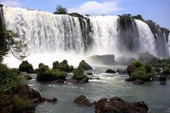 Iguassu (Iguazu; Iguaçu) Fälle - große Wasserfälle Stockfotografie