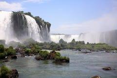 Iguassu (Iguazu; Iguaçu) Fälle - große Wasserfälle Stockbild