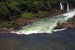 Iguassu (Iguazu; Igua?u) Fälle - große Wasserfälle Lizenzfreies Stockfoto