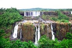 Iguassu (Iguazu ; Le ½ de ¿ d'Iguaï u) tombe - de grandes cascades à écriture ligne par ligne Photo stock