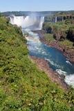 Iguassu tombe gorge Argentine et Brésil photos libres de droits