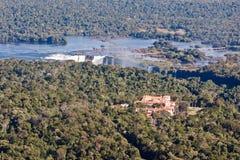 Iguassu tombe gorge Argentine et Brésil photo libre de droits