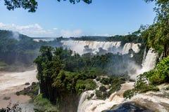 Iguazu Falls sikt från argentinian sida - Brasilien och Argentina gränsar Royaltyfri Fotografi