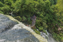 Iguazu parkerar uppifrån av vattenfall Arkivbild