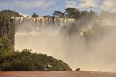 Iguazuwaterval van onderaan. Argentijnse kant Royalty-vrije Stock Foto's