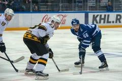 Igumnov Ivan 56 på hockeyleken Arkivfoton