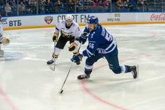 Igumnov Ivan 56 på hockeyleken Royaltyfri Fotografi