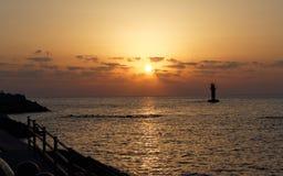 在Iho海滩,济州海岛,韩国的日落 免版税库存照片