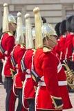 Ihr Coldstream der Majestät Regiment der Fuss-Abdeckungen Stockfotos
