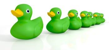 Ihr Toy Rubber Ducks In eine Reihe Stockbild