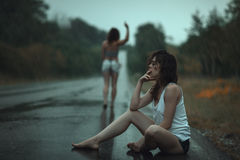 Ihre Freunde hatten herausfallen im Regen Stockfotos