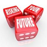 Ihre Zukunft riskieren - Wörter auf drei roten Würfeln Lizenzfreie Stockfotografie