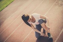 Ihren Schuh binden, der gut ist vor, gehen Sie zu laufen stockfotografie