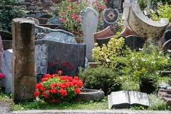 IHRINGEN, GERMANY/EUROPE - 18-ОЕ ИЮЛЯ: Могильные камни и надгробные камни Стоковая Фотография RF