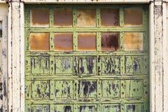 II llevado, roto y olvidado del destrozo urbano abandonado de Warehouse - Fotografía de archivo libre de regalías