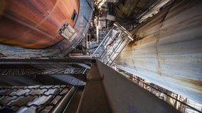 IIdustrial konstruktion i gammal fabrik Arkivbild