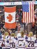 IIHF kobiet Lodowego hokeja Światowy mistrzostwo Kanada v usa - złotego medalu dopasowanie - obrazy royalty free