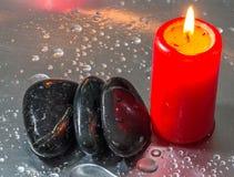 禅宗石头和红色蜡烛III 库存照片