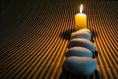 禅宗石头和蜡烛III 免版税库存照片