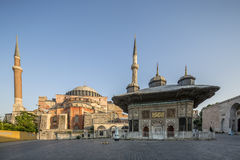iii. Ahmet Fountain och Haghia Sophia Museum i Fatih områdesnolla Arkivbild