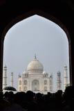 Iin de Taj Mahal a chuva fotografia de stock royalty free