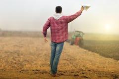 Iinvesting i jordbruks- affär Arkivbilder