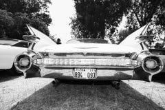 IISRAEL, PETAH TIQWA - 2016年5月14日:技术古董的陈列 卡迪拉克de Ville背面图汽车在Petah Tiqwa,以色列 图库摄影
