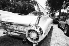 IISRAEL, PETAH TIQWA - 2016年5月14日:技术古董的陈列 卡迪拉克de Ville背面图汽车在Petah Tiqwa,以色列 库存照片
