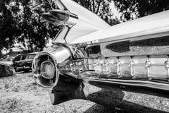 IISRAEL, PETAH TIQWA - MAJ 14, 2016: Wystawa techniczni antyki Cadillac De Ville tylni widoku samochód w Petah Tiqwa, Izrael Obrazy Stock