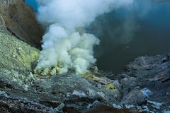 Ijen krater i East Java, Indonesien Arkivbilder