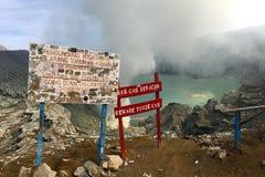 Ijen krater Volcano Warning Sign Fotografering för Bildbyråer