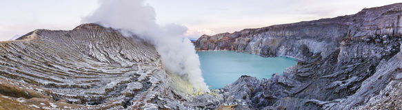 Ijen-Vulkan mit Türkiskrater Lizenzfreie Stockbilder