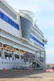 IJmuiden, οι Κάτω Χώρες - 30 Απριλίου 2017: Επιβάτες κολλοειδούς διαλύματος της Aida που επιβιβάζονται στο σκάφος Στοκ φωτογραφία με δικαίωμα ελεύθερης χρήσης