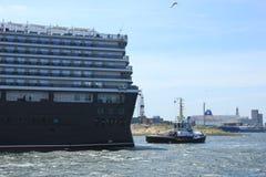 IJmuiden, los Países Bajos - 5 de junio de 2017: Reina Victoria, Cunard Foto de archivo libre de regalías