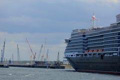 IJmuiden, los Países Bajos - 5 de junio de 2017: Reina Victoria, Cunard Imagenes de archivo