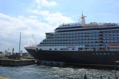 IJmuiden, los Países Bajos - 5 de junio de 2017: Reina Victoria, Cunard Foto de archivo