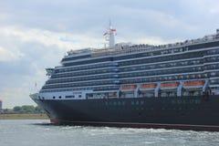 IJmuiden, los Países Bajos - 5 de junio de 2017: Reina Victoria, Cunard Fotos de archivo libres de regalías