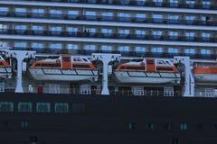 IJmuiden, los Países Bajos - 5 de junio de 2017: Reina Victoria, Cunard, botes salvavidases Fotos de archivo libres de regalías